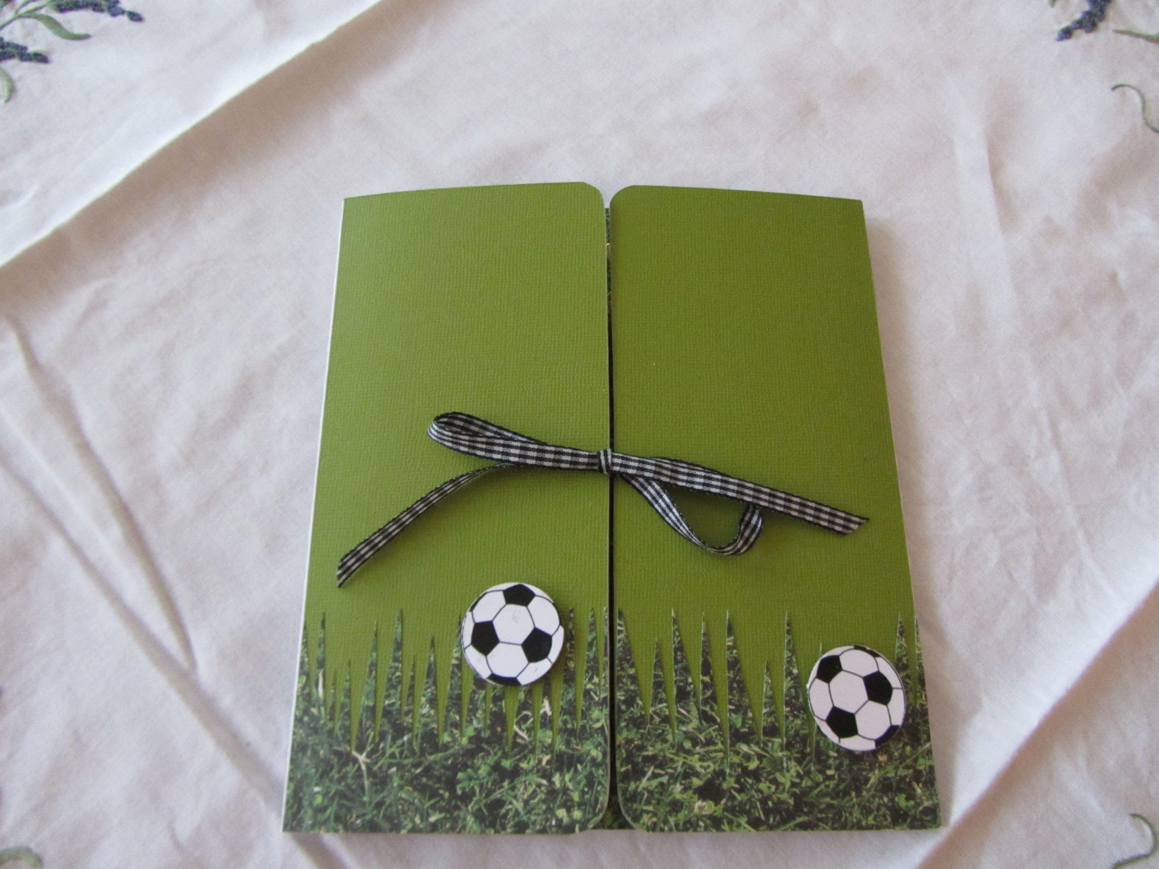 Une amie m a demandé une carte d anniversaire pour son papa fan de foot n y connaissant rien moi mªme j avoue avoir séché longtemps devant ma page