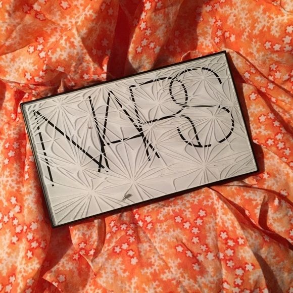 NARS Virtual Domination Cheek Palette ✨NARS Blush and Bronzer Palette.                   ✨Bronzer use is shown.                                             ✨Blushes have only been swatched.                              ✨100% Authentic.                                                                  ✨Sanitized before shipped.                                       ✨Open to offers but please no low balls. NARS Makeup Blush