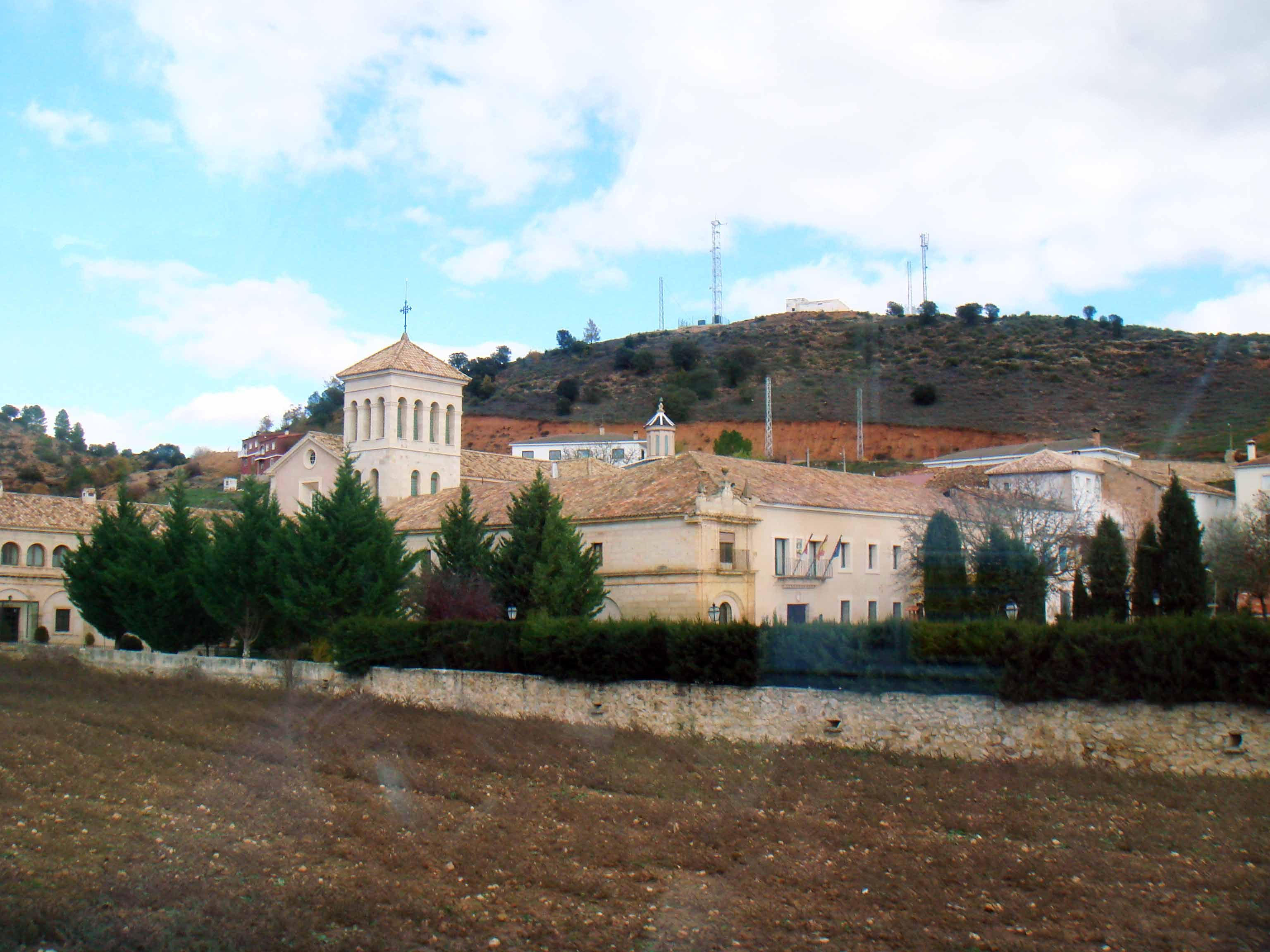 Hoy la ruta nos lleva hasta Garaballa. Entre libros, contemplo el Monasterio de Tejeda