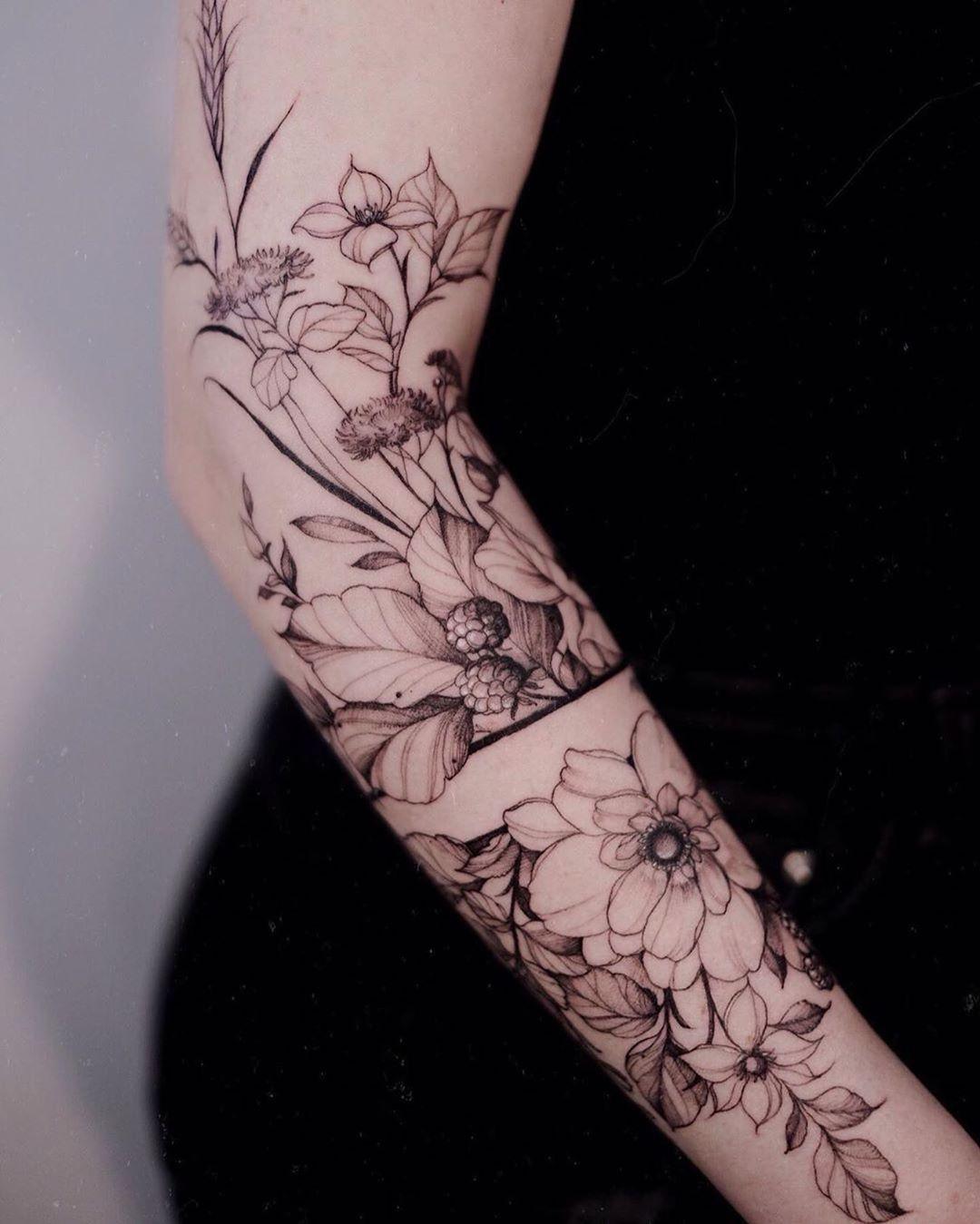 Tattoo artist: Diana Severinenko, Kyiv @dianaseverinenko  ___ #the_tattooed_ukraine #tattooed #ukraine #tattoos #tattoos #tattooing #tattoooftheday #tat #tattooer #тату #inked #bigtattoo #tatouage #blacktattoo #tattoolife #dotwork #linework #татуировка #sketch #tatuaje #watercolortattoo #inkedgirls #dotworktattoo #lineworktattoo #graphictattoo #tattooidea #tattooartist #tattooart #t2 #ta2