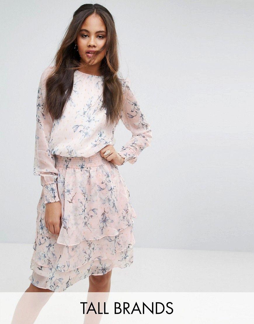 f6a344482 ¡Consigue este tipo de vestido informal de Y.a.s Tall ahora! Haz clic para  ver