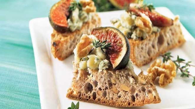 Canap s aux figues et au fromage bleu recettes iga for Canape au fromage