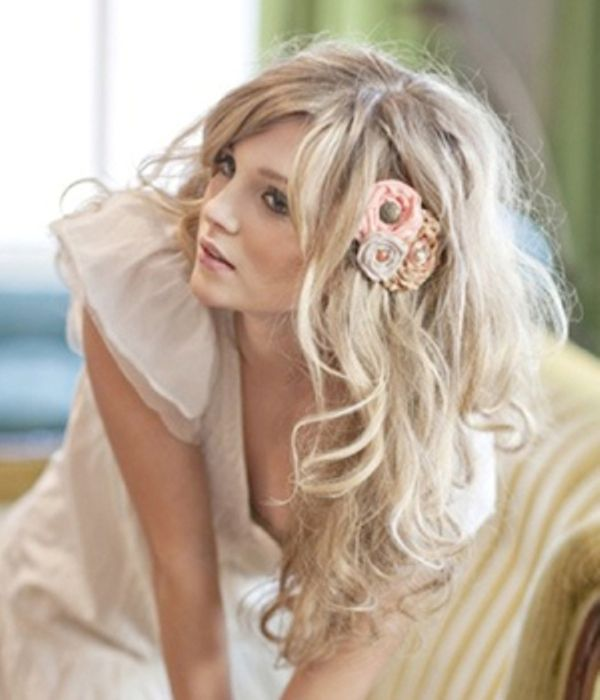 Messy hair down wedding hairstyles with simple flowers wedding messy hair down wedding hairstyles with simple flowers junglespirit Choice Image