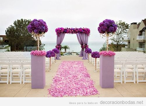 Decoraci n boda aire libre con flores rosas y moradas - Decoracion de flores para bodas ...