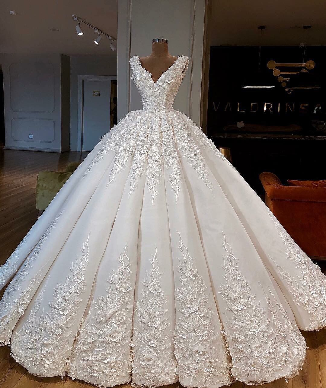 Pin by Hanan Iraqe on Dresses ★   Ball gowns wedding, Ball ...