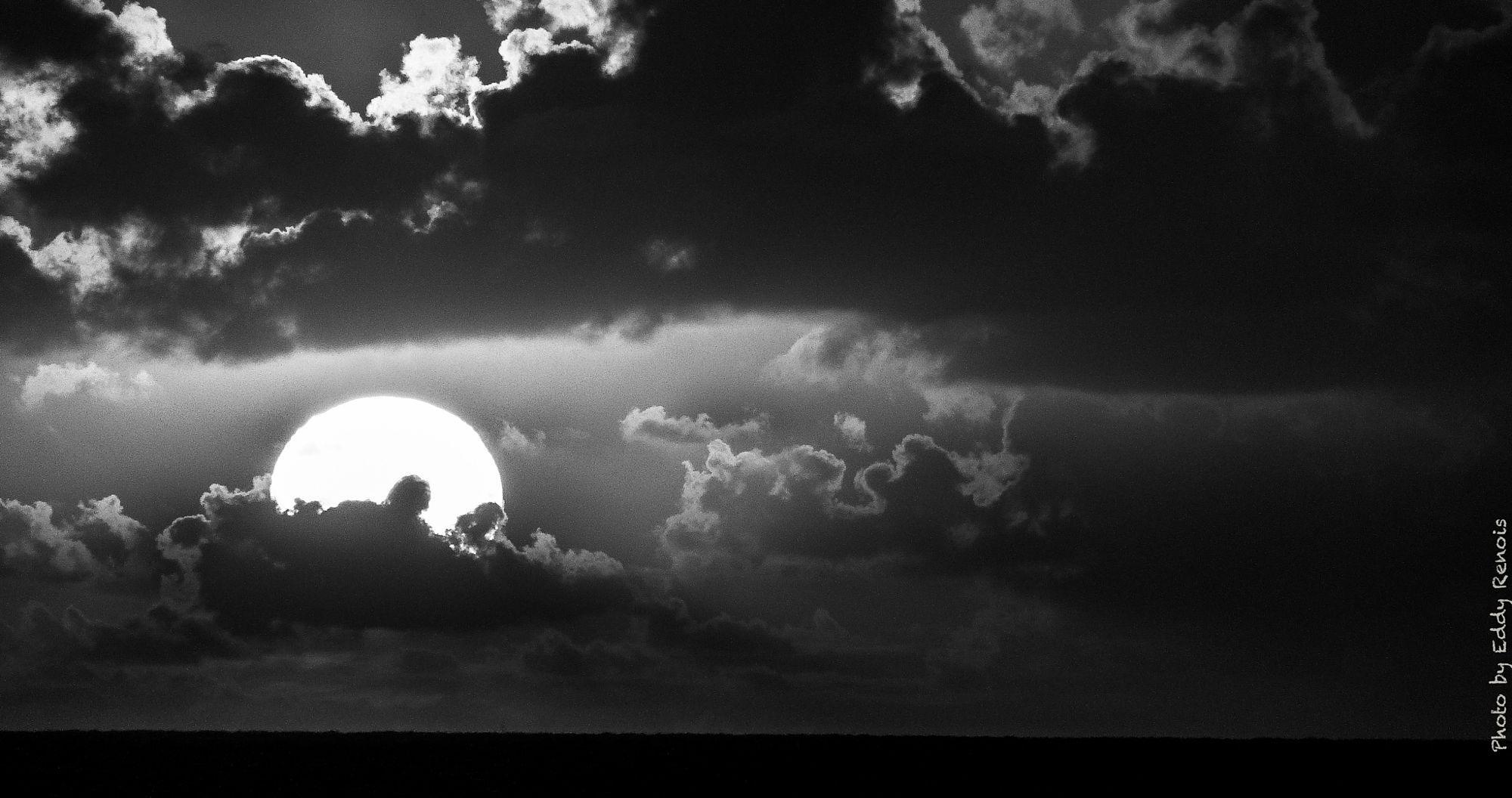 #500px Select #Photography : sun by EddyRenois https://t.co/TCzGLtl2vY   treesskysunrisemorninglakeforestgir  #photography
