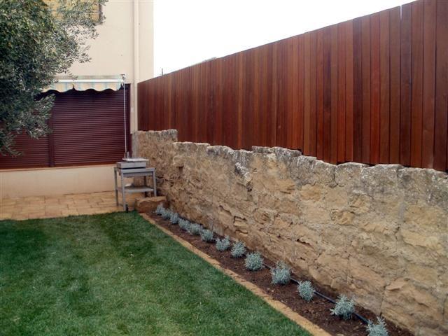 Valla jardineria rincones de jard n pinterest for Cerramientos para jardines