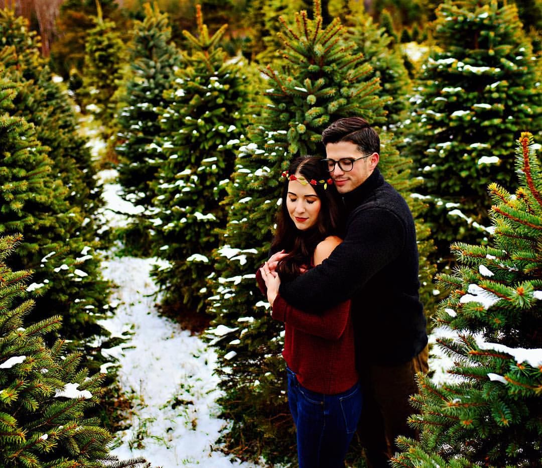 Christmas Tree Farm Photos Engagement Photos Women S Outfit Inspiration Floral Crown Wisconsin Christmas Tree Farm Photos Farm Photo Wisconsin Photographer