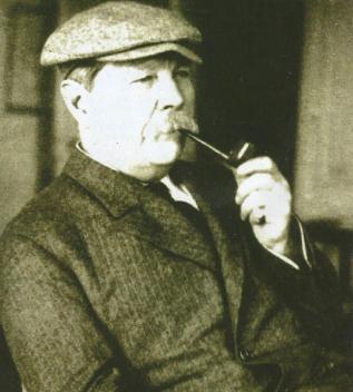 Doyle: según su esposa estaba dotado del cerebro de Sherlock y resolvia enigmas que llevaban de cabeza a la policia.