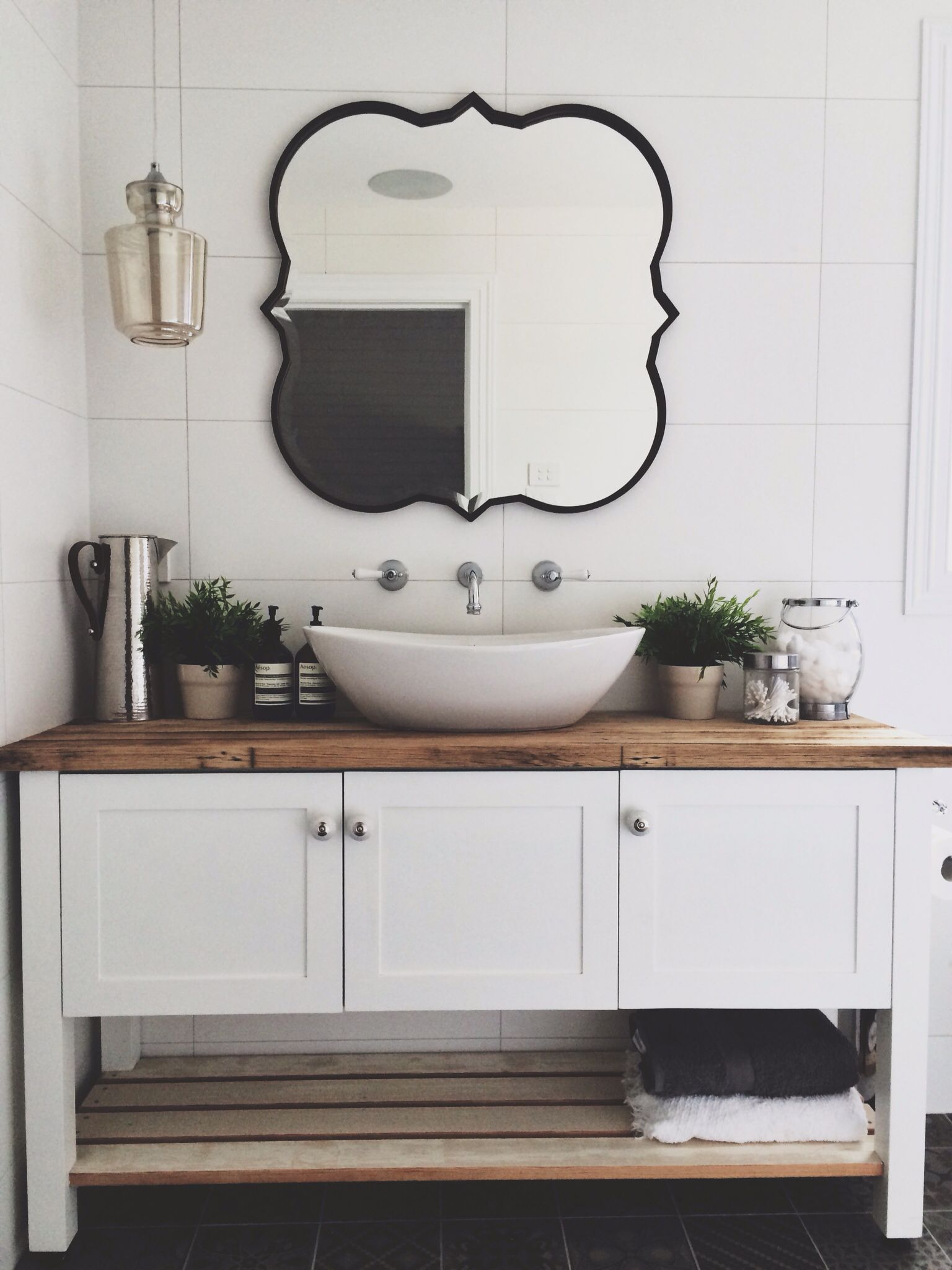 Modern country bathroom ideas - Modern Country Style Bathroom Ensuite Freestanding Vanity Basin White Mirror Design Decor Idea