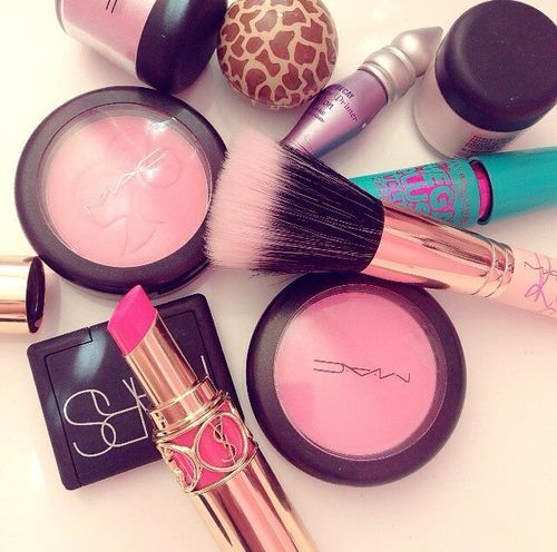 got the urban decay primer but I want that brush, the mc blush and the lipstick!!