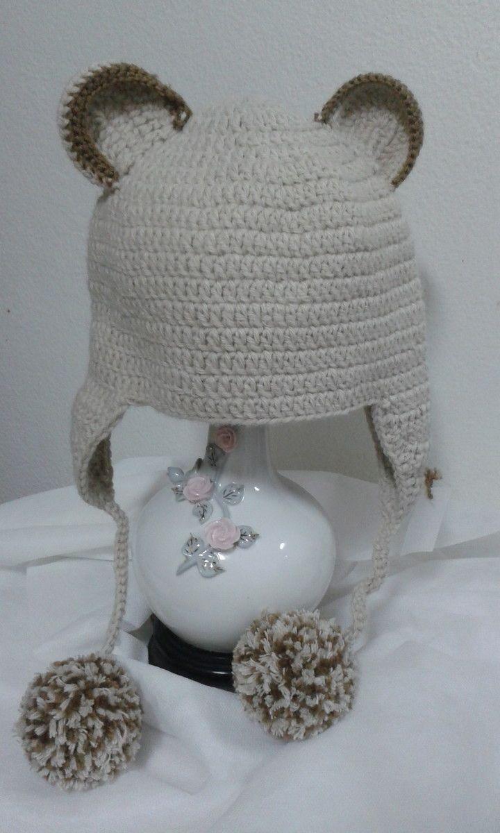 Touca de croche confeccionada com lã 100% acrílica de excelente qualidade  com aplicação de pompons.  br   br Tamanhos  PP( até 6 meses) P (1 ano 18  meses) 85bf64f0620