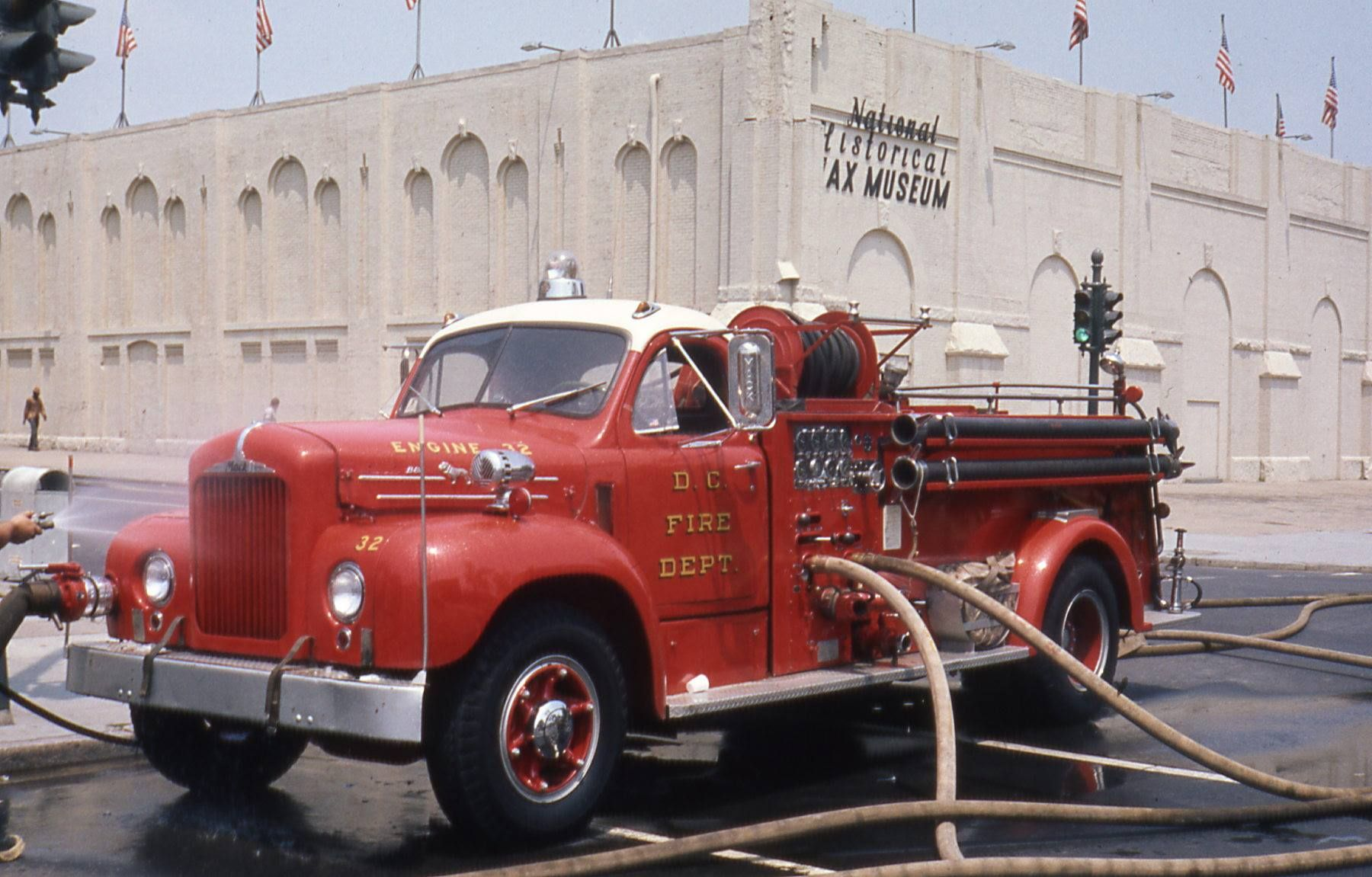 Washington D C Fire Department 1957 Mack B Fire Trucks Fire Apparatus Fire Dept