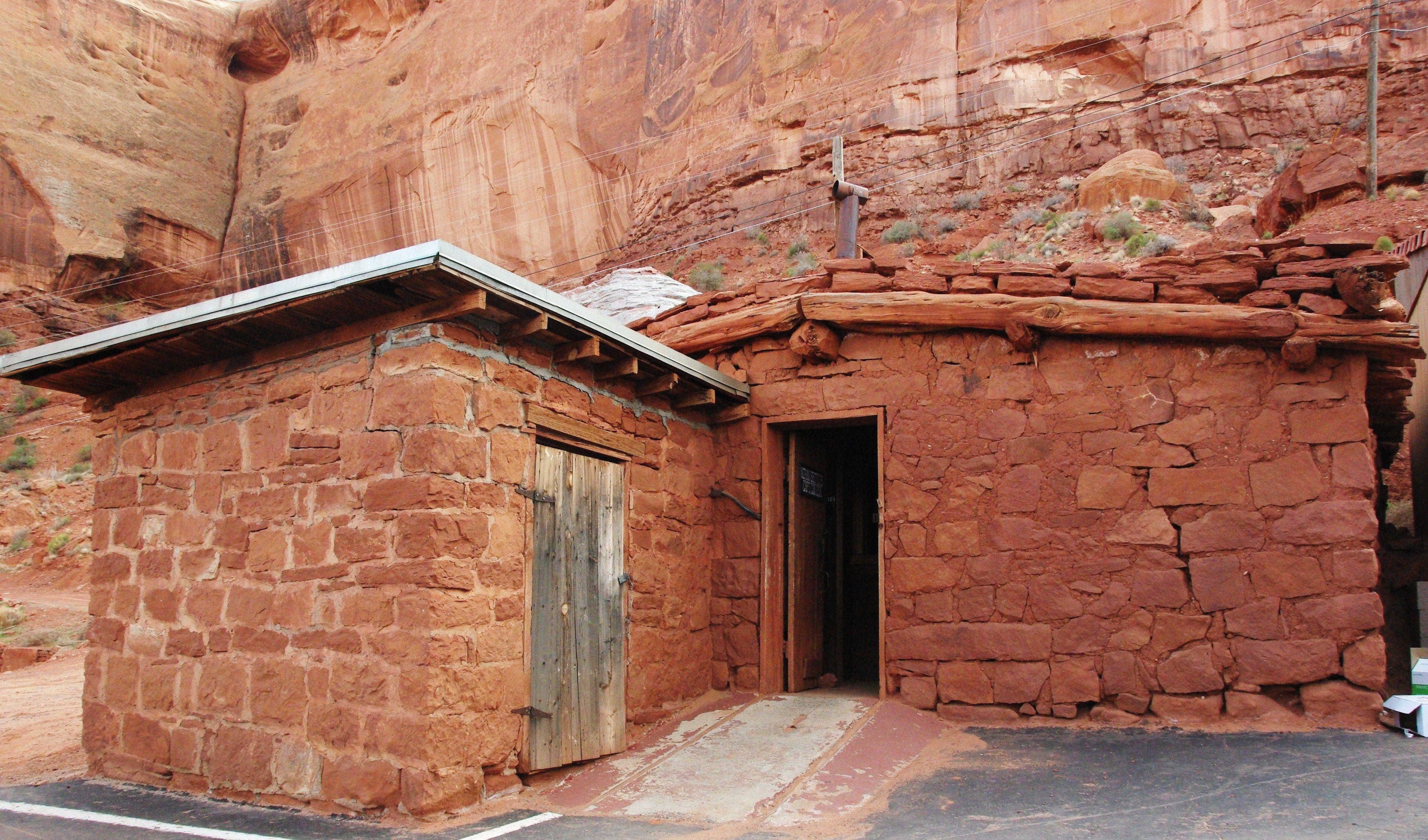 John Wayne Cabin Goulding Lodge And Rv Park Utah Places I Love
