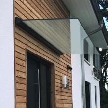 freitragendes glas vordach dura plus mit dachneigung pinterest schutzd cher eingang und. Black Bedroom Furniture Sets. Home Design Ideas