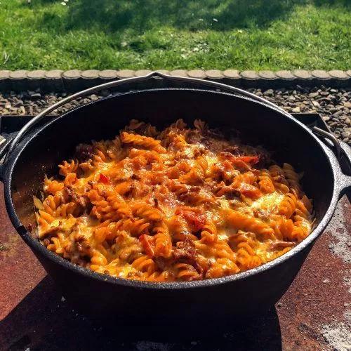 Nudel-Hackfleisch-Auflauf aus dem Dutch Oven   GG-Grillen.de