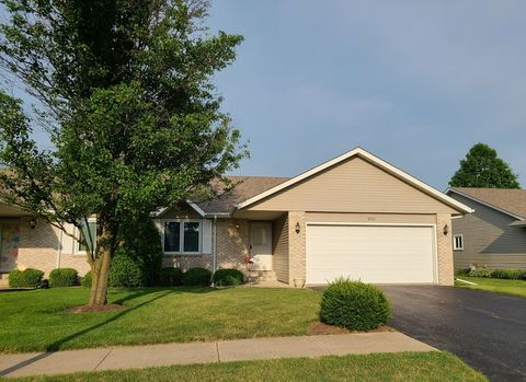 6321 Carriage Green Way Unit 7 Rockford Il 61108 In 2020 Rockford Local Real Estate House Styles