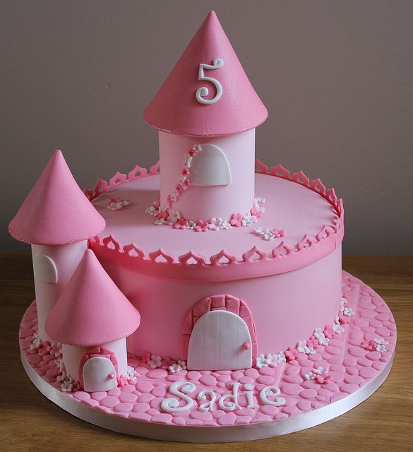 One Tier Castle Cake With Images Castle Birthday Cakes Cool