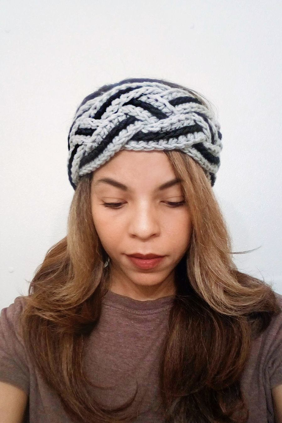 The crochet braided headband pattern is a quick and easy pattern. This 4  strand braid adds width to the crochet headband. 4 strand crochet braid 31e5ff0dc39