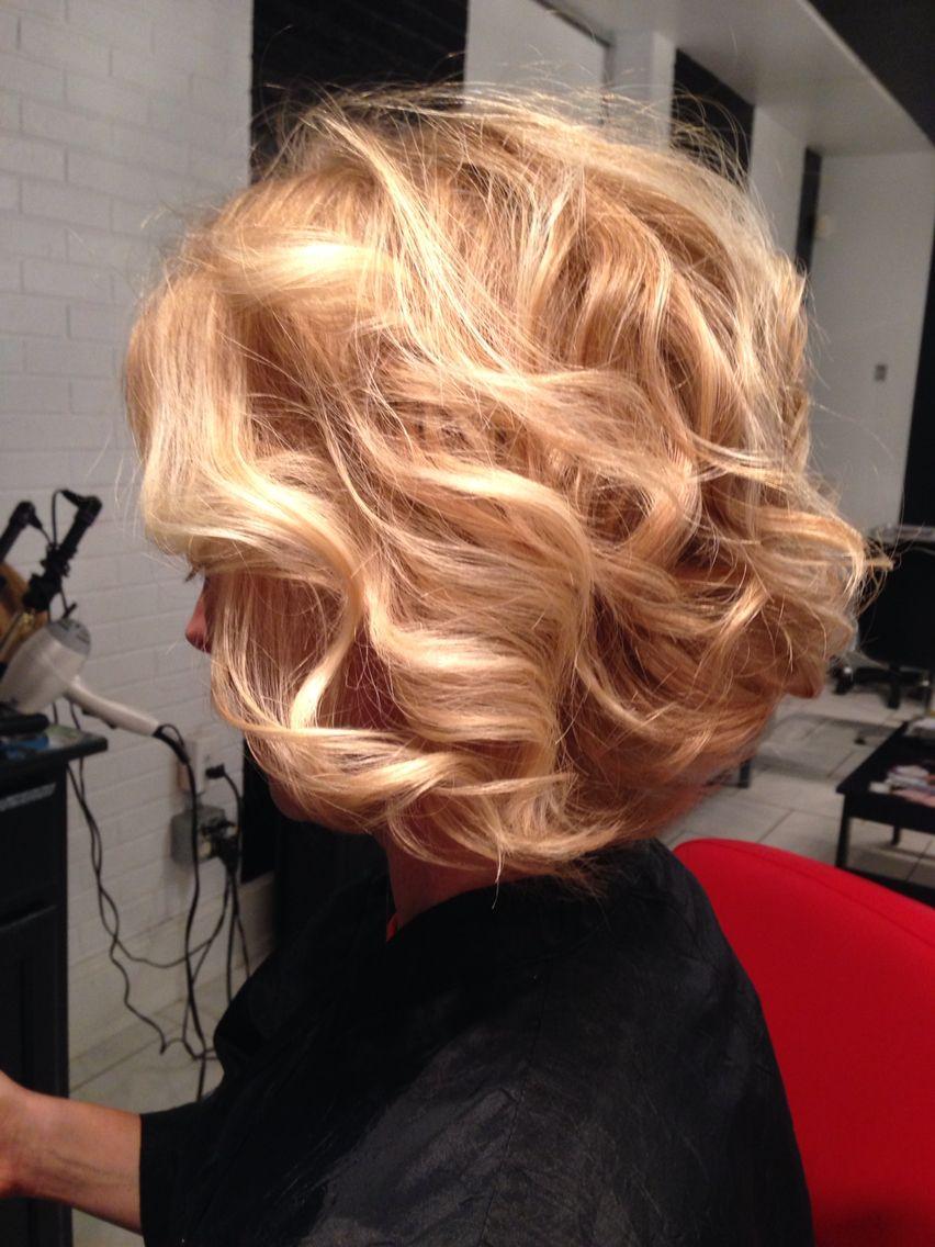 Honey Blonde Natural Wavy Hair Curled Bob Strawberry Blonde