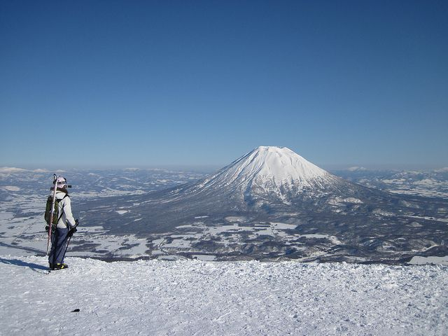Mt. Niseko...the other way of enjoying mt. Fuji. See you soon!    Copyright:  http://www.edgyjapan.jp/2011/03/20110321-1.html