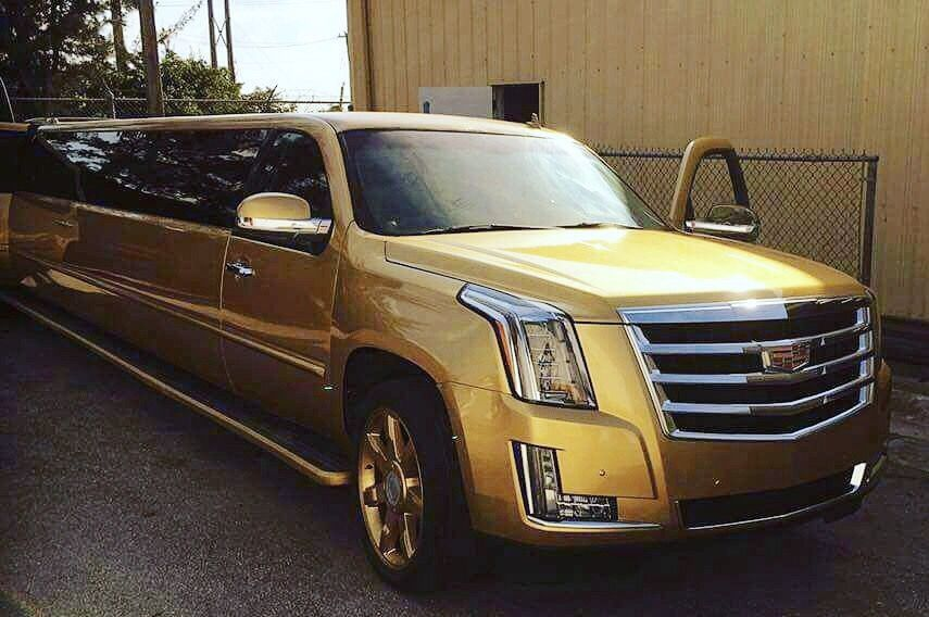 2022 Passenger Gold Limo Miami and Miami Beach area