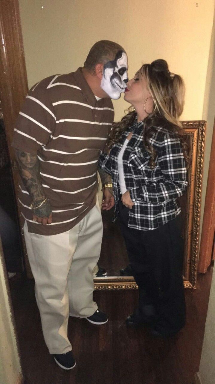 Best chola and cholo costumes ever :) kissing cholo skulls ...