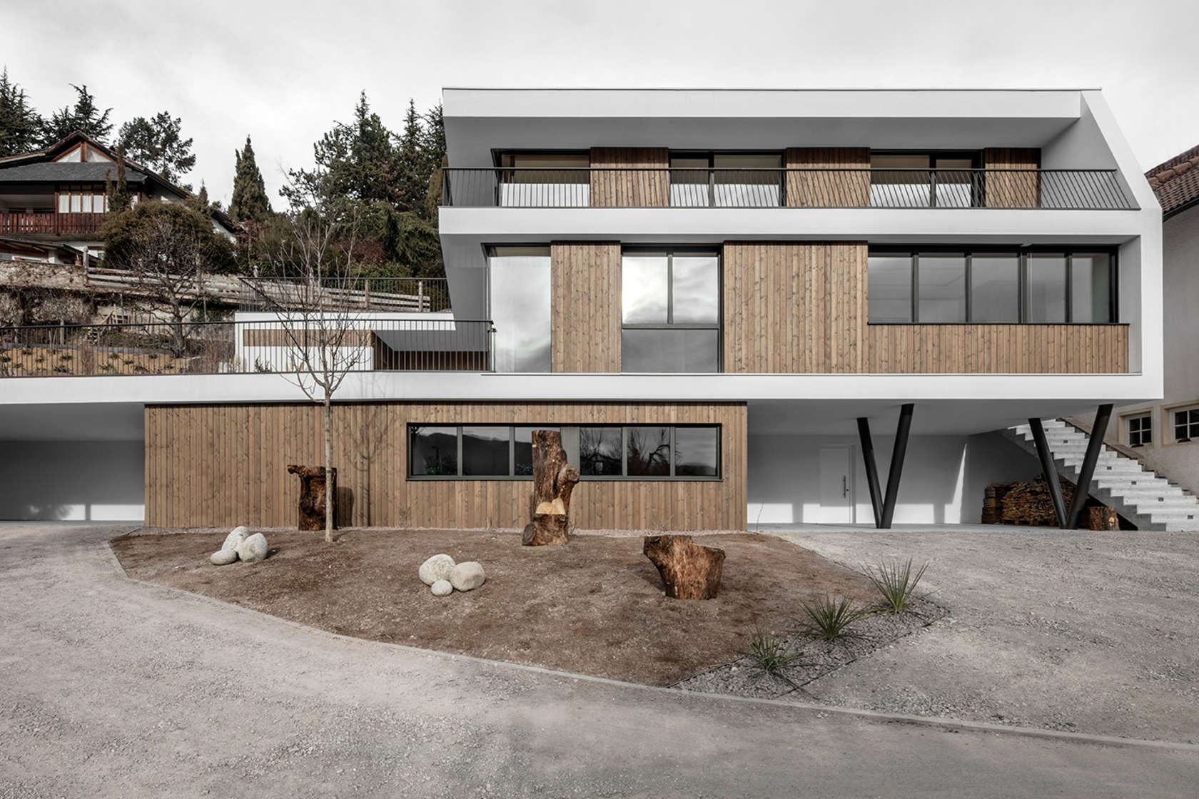 The Volume Of The Three Storey House Reacts To The Topography Of The Steeply  Sloping