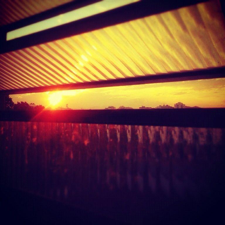 329 - Sol basculante #umafotopordia #picoftheday #brasil #brazil #n8 #snapseeds #instagram