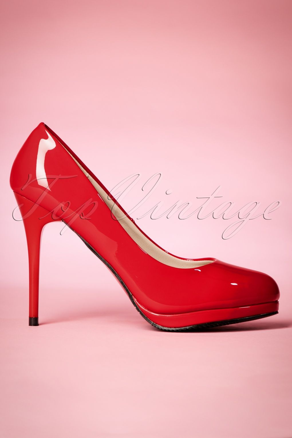 ed1eeda1391 These 50s Manhattan Lacquer Pumps are so classy and elegant! If Cinderella  had worn these