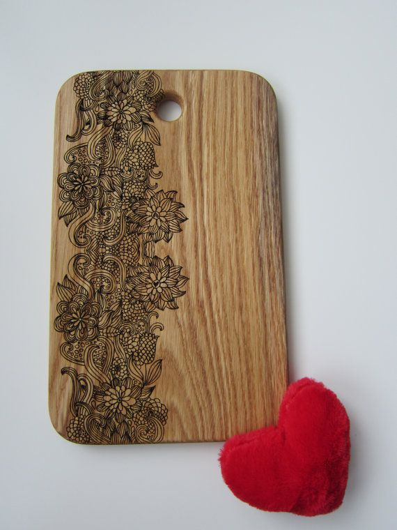 Personalized Cutting Board Spring Flowering от CaimanCutting