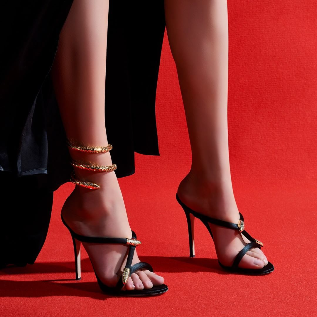 1537029d20d She owns the red carpet and any other carpet under her feet. The ...