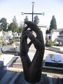 hands holding a cross