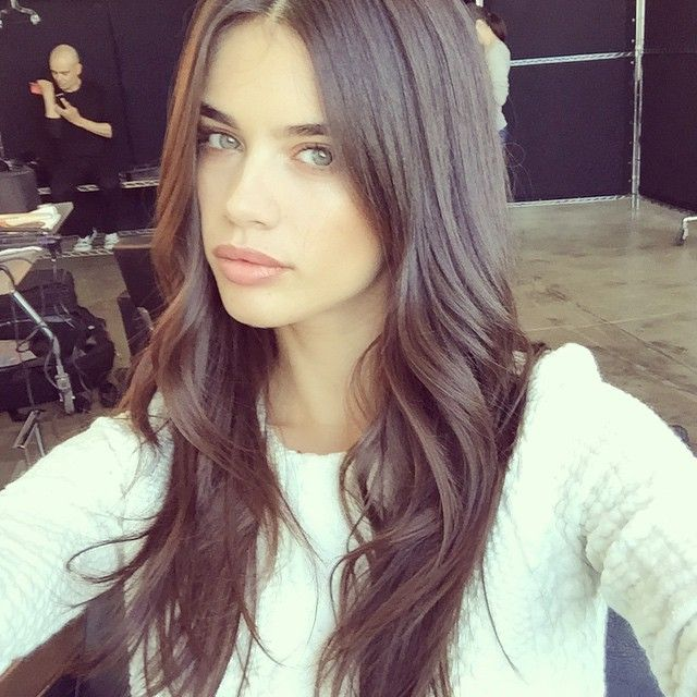 Sara Sampaio's pretty pink pout made its debut on Instagram, long ...