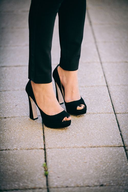 7eeb7ccc923e Style Tip- Invest in one pair of classic black heels that will transition  from season to season and for years to come!