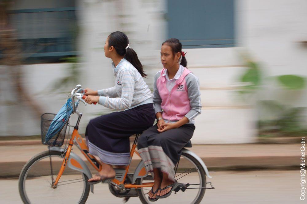 #Laos - ville transport © Michel Gotin