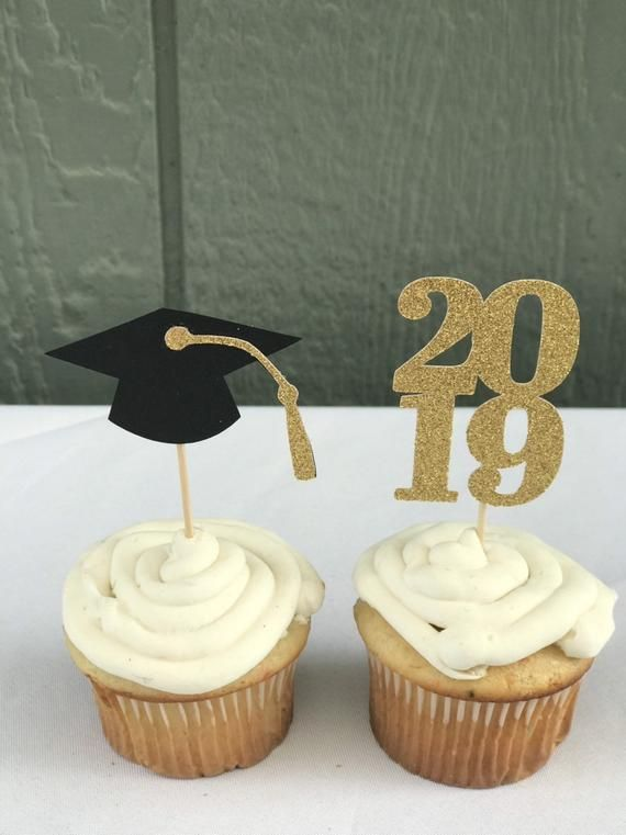 Photo of 2019 graduation cupcake toppers