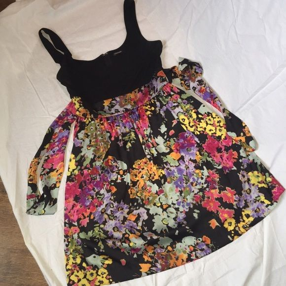 Tie back, black and floral dress Light, flowy floral dress that can be causal or dressy! Great condition! Maurices Dresses Wedding