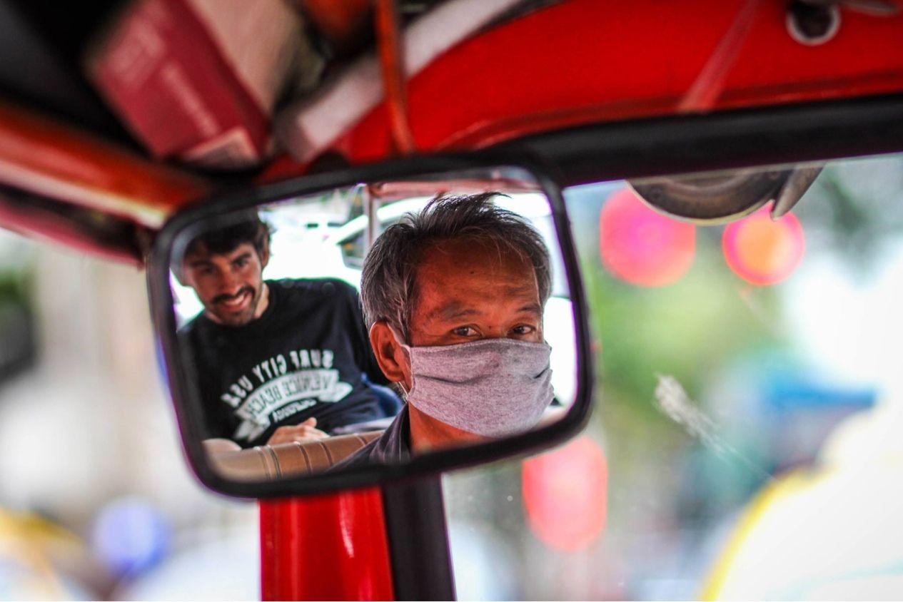 Para moverse por #Bangkok hay múltiples opciones: bus, metro, rickshaw... ¿Qué os parece este conductor ninja? ;)