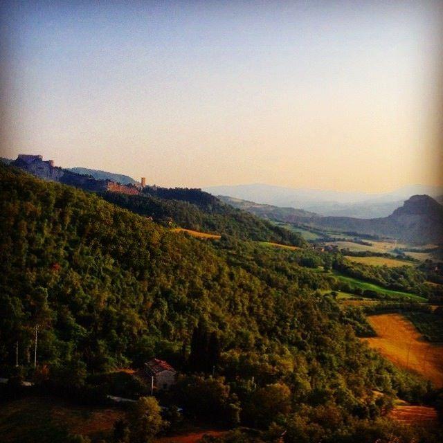 Veduta di San Leo e Valmarecchia nell'entroterra di Rimini | MyTurismoER: Rimini attraverso lo sguardo fotografico di @reetacelli