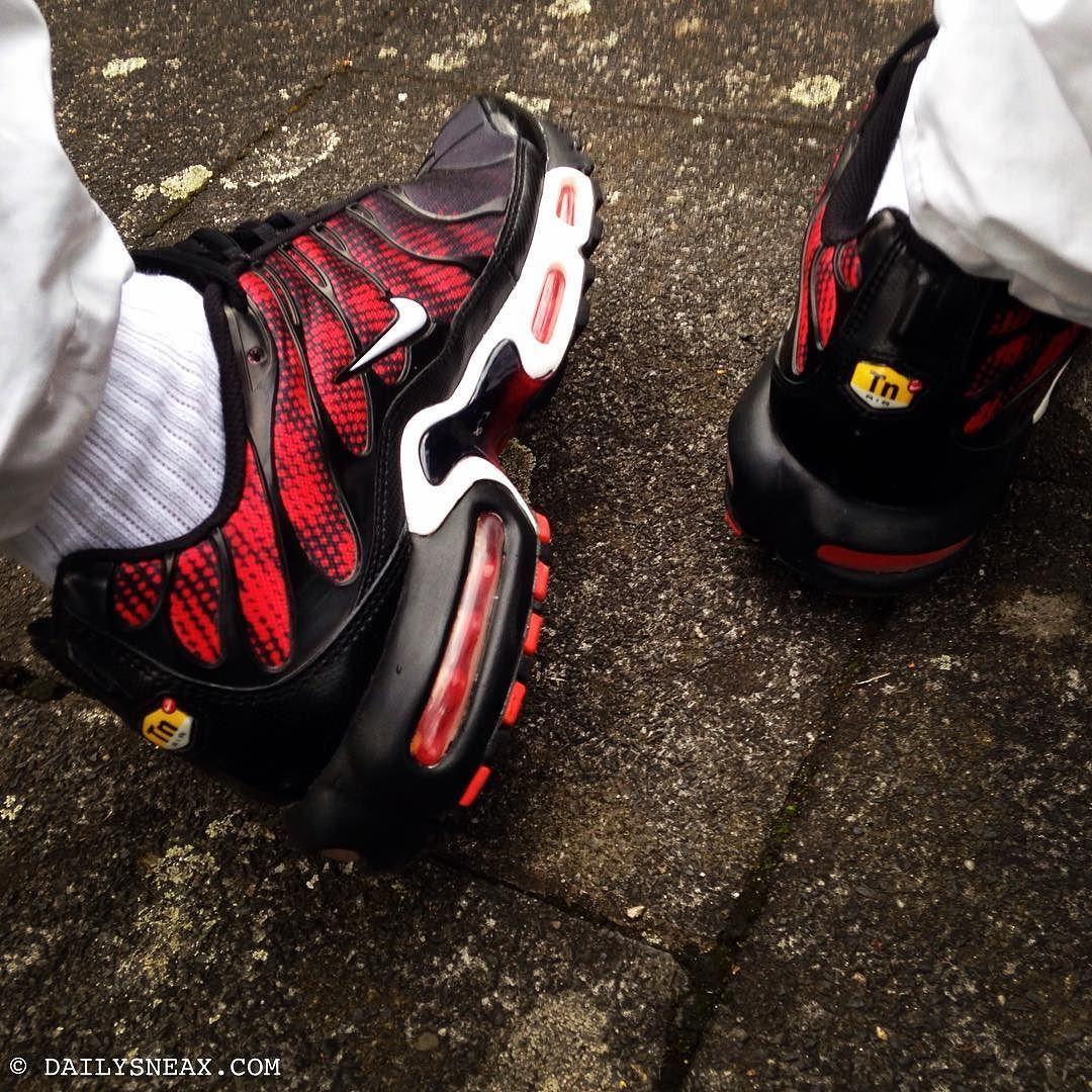 black red tns