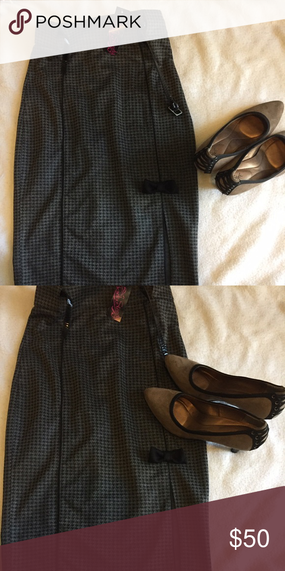 NWT Rock Steady Clothing Hot For Houndstooth Skirt New with tags Rock Steady Clothing Hot For Houndstooth Skirt in Charcoal and Black medium rock steady Skirts Pencil