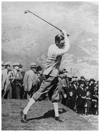 In 1929, when only wooden shafts were permitted for golf clubs, Edward VIII arrived at St. Andrews, sporting a set of clubs with steel shafts. The prince was allowed to play with them and the rules changed from that day on. #OldSchoolCool #golf #vintagegolf #golfers | Rock Bottom Golf #rockbottomgolf