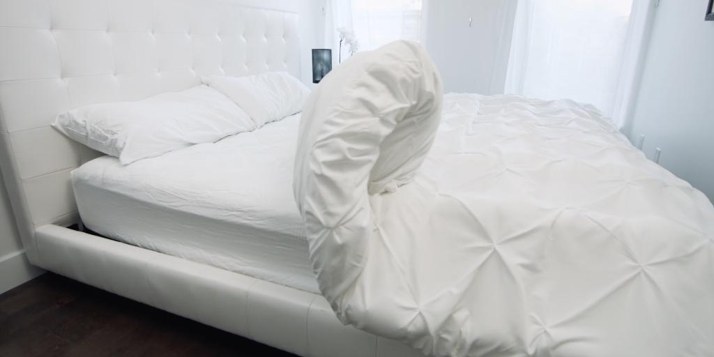 Smartduvet, A SelfMaking Bed Device That Helps Eliminate