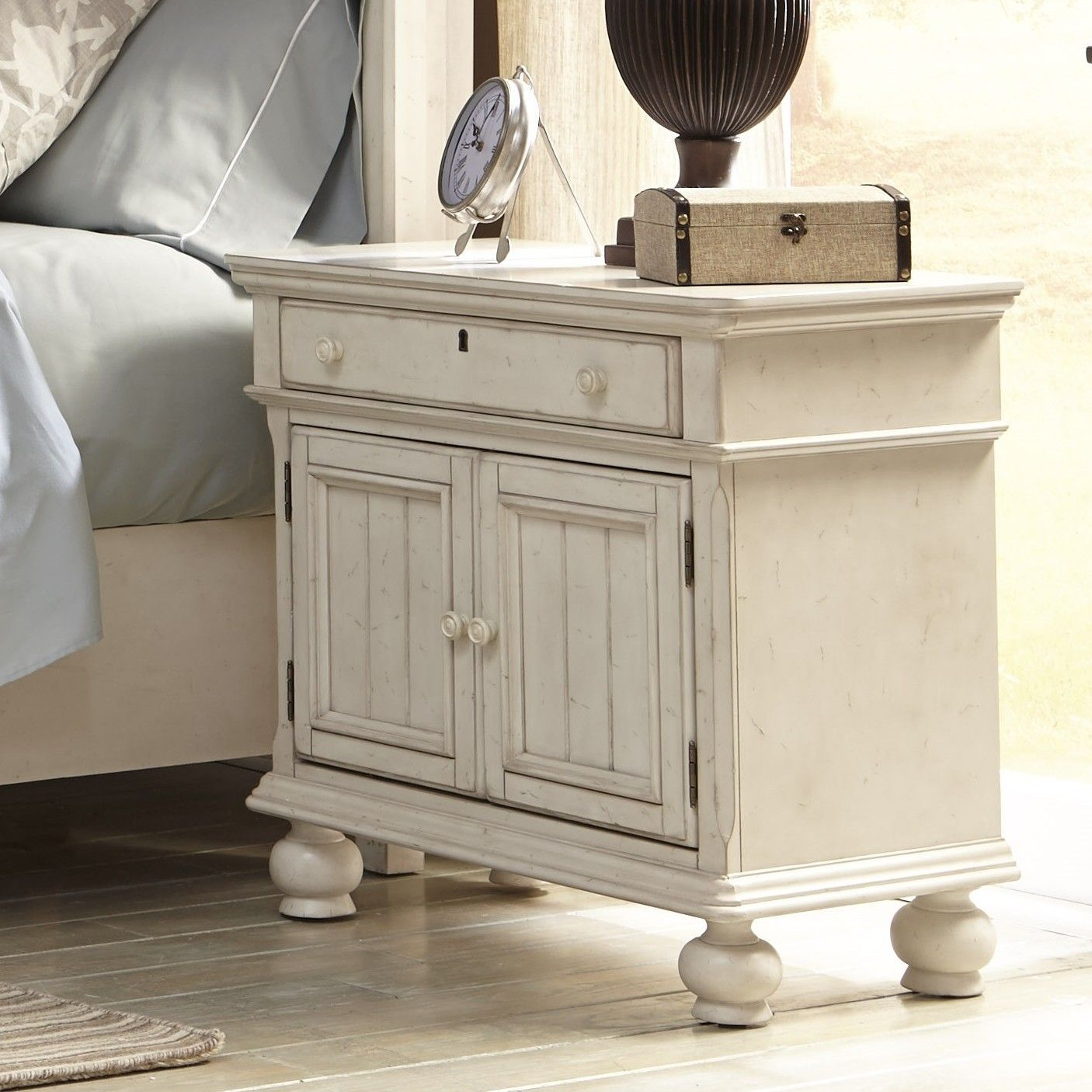 Wholesale Furniture Outlet Newport: Distressed Bedroom Furniture