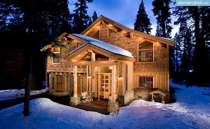 Beautiful cabin to snuggle up to in the winter on lake