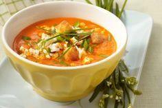 Paprika-Tomatensuppe mit Fetakäse und Croûtons Rezept