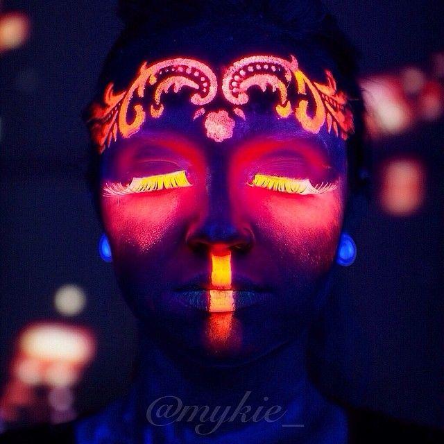 Black light makeup Neon Körper Pinterest Neón, Maquillaje
