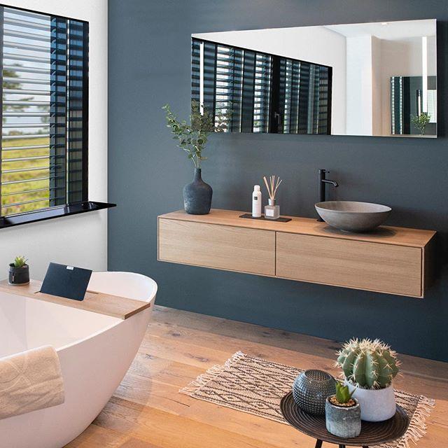 """Photo of LoooX Bathrooms on Instagram: """"WEEKENDVIBES 💛 Tijdens de @vtwonenendesignbeurs toonden we voor het eerst dit #tailormade meubel. Love it? Super slank en modern. Check de…"""""""