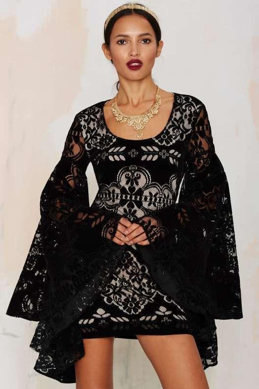 22383cd2edb Nasty Gal Renaissance Woman Bell Sleeve Velvet Dress